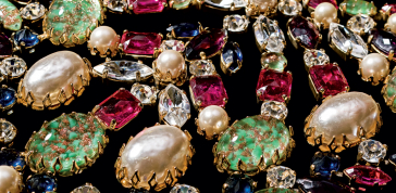 Schreiner (circa 1960s), United States: Bib necklace. Simulated turquoise stones, rhinestones, simulated pearls, gold plated. Signed Schreiner. © Pablo Esteva