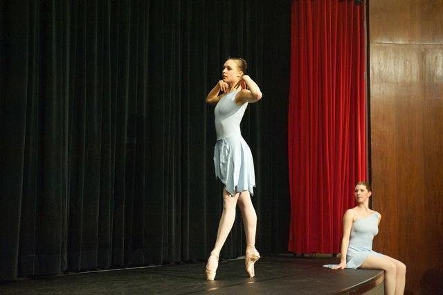 Dancers Katie Gibson (left) and Lauren Toole (right): photo: Terry