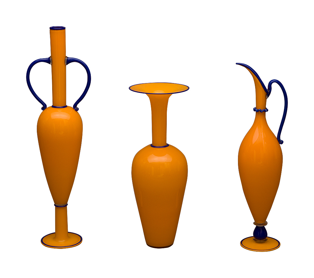 Orange High Neck Vase with Blue Outline, 1993: Dante Marioni. Blown glass. Photo: Ed Watkins, 2008