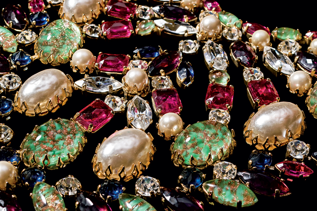 Schreiner (circa 1960s), United States: Bib necklace. Simulated turquoise stones, rhinestones, simulated pearls, gold plated. Signed Schreiner. © Pablo Esteva